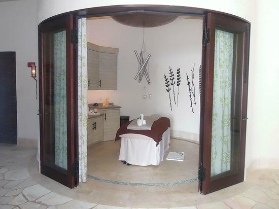 The Resort at Pedregal:                   massage room at spa