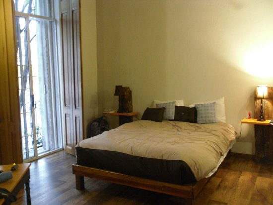 El patio 77, primer B&B sustentable en la Ciudad de México:                   My room.  Pic does not capture the charm of the room