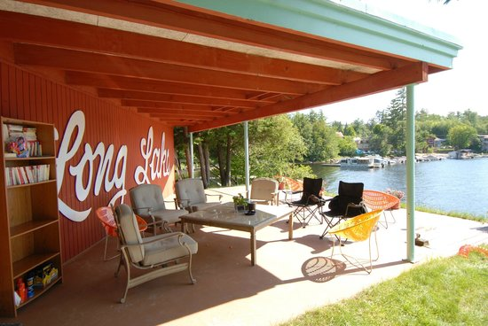 Long Lake, NY: Lounging area
