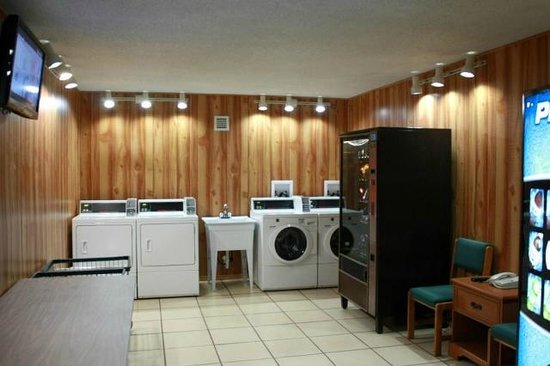 Quality Hotel: Guest Laundry