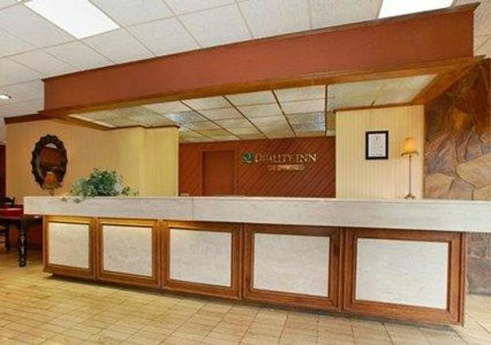 Quality Hotel: Front Desk
