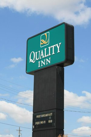 Quality Hotel: Hotel Sign