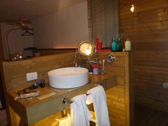 Noi Indigo Patagonia:                                     Bathroom