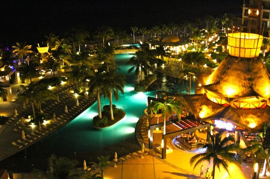Villa del Palmar Cancun Beach Resort & Spa:                   View from our room at night