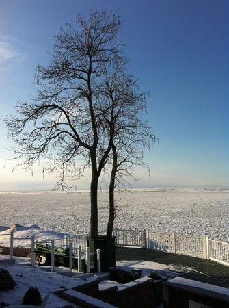 The Lakehouse Inn:                   the frozen lake