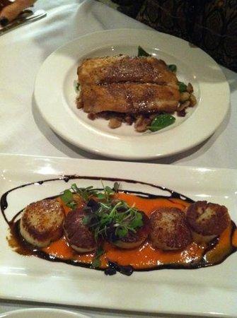 Crosswinds Grille:                   mahi and scallops...yum