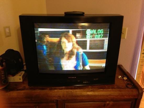 Bonnie Springs Motel :                   horrible tv