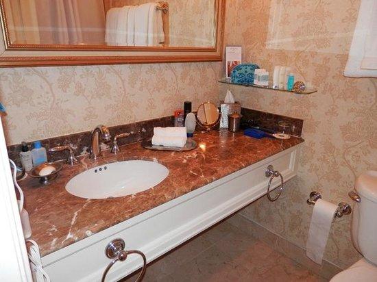 Omni La Mansion del Rio: Roomy, elegant vanity