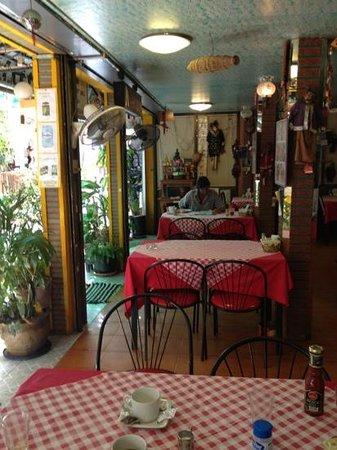 Lucky Restaurant & Guesthouse