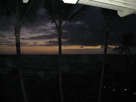 هانا كاي ماوي:                   sunrise view from room 205's lanai                 