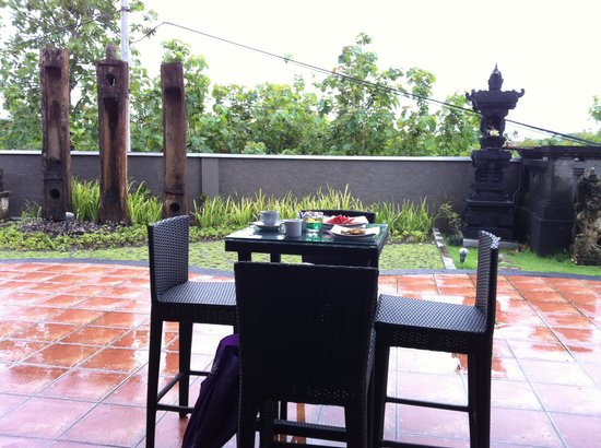 Abi Bali Resort & Villa:                   breakfast in the patio