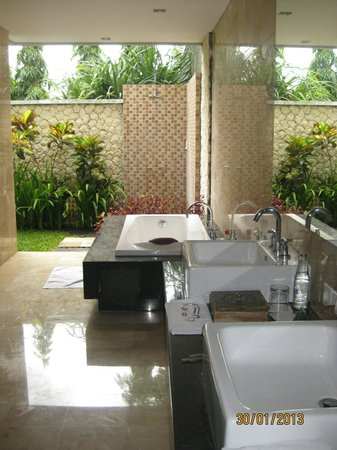 Abi Bali Resort & Villa:                   an added feature - outside bathrooms