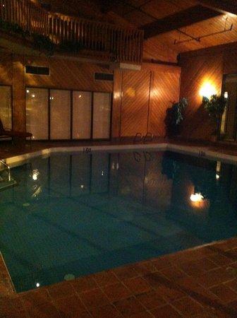 Chateau Jasper:                   pool again