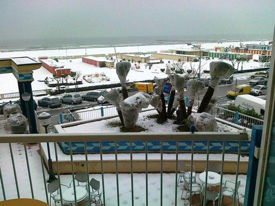 Savoia Hotel Rimini:                   vista mare dal balcone della camera