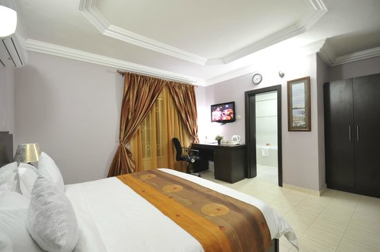 Sheer Luxury Apartments and Suites: Room