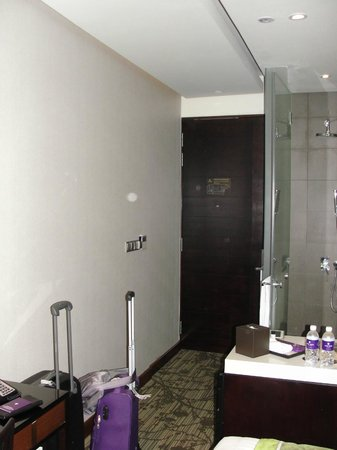 Park Regis Singapore:                   separate shower, toilet and wash basin