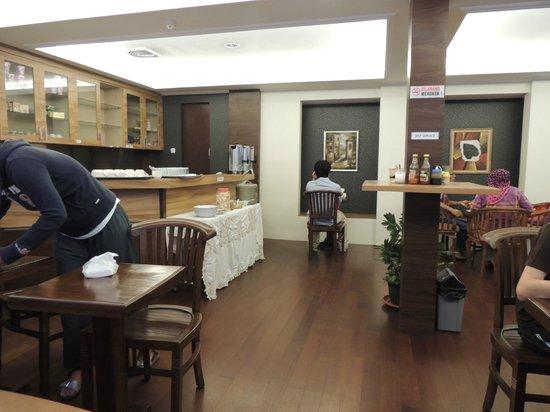 Rumah Shinta :                   Breakfast area
