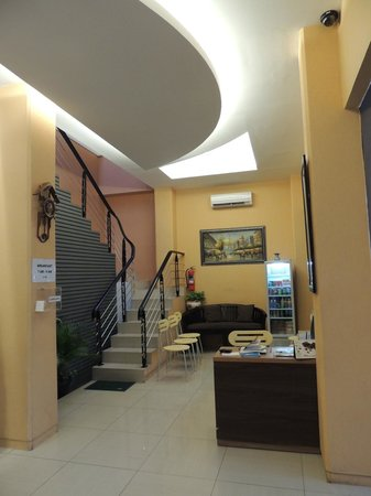 Rumah Shinta :                   Lobby/staircases up to breakfast area
