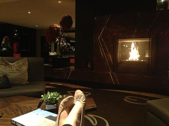 Kimpton Hotel Palomar Los Angeles Beverly Hills:                   at the lobby, free wine from 5-6 !!