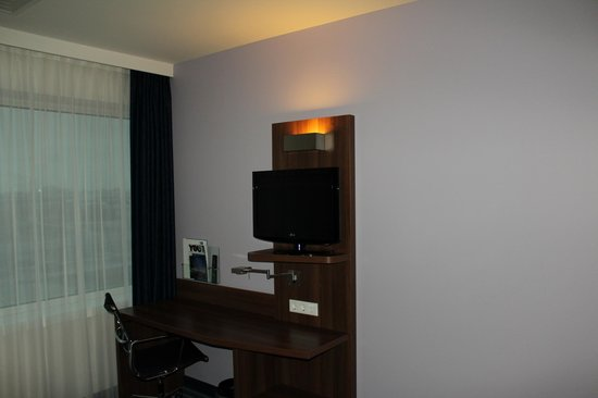 Holiday Inn Express Amsterdam-Sloterdijk Station:                   Flatscreen