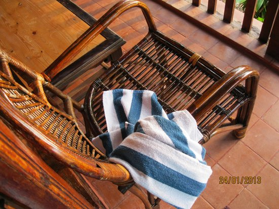 Blue Water Beach Resort:                   Lovely cane chairs and loungers on the wooden porch, a touch of nature all aro