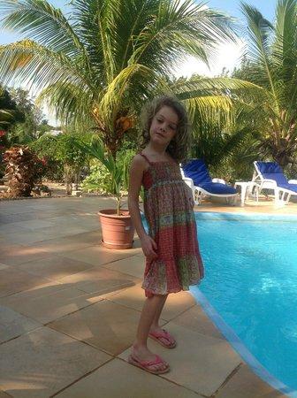 Villa Tortugas Residence:                   sara in piscina