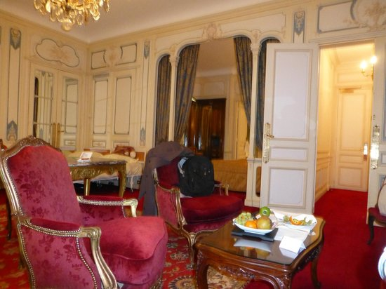 Hotel Raphael:                   room/salon