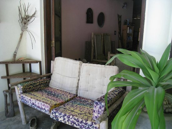 Kilima Kidogo Guesthouse :                   canapé, terrasse