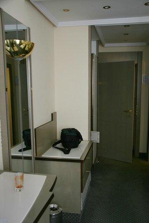 Hotel Erzherzog Rainer:                   Single/Twin Room
