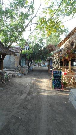 Coconut Cottages:                   il sentiero principale di Gili Air