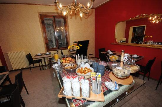 هوتل كورت دي ميديشي: buffet