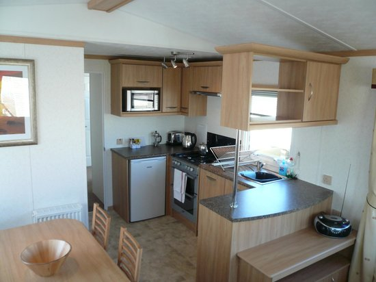 Hilltop Holiday Park: Kitchen