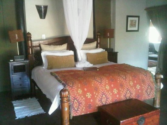 Monate Game Lodge :                   Rushtin Bedroom