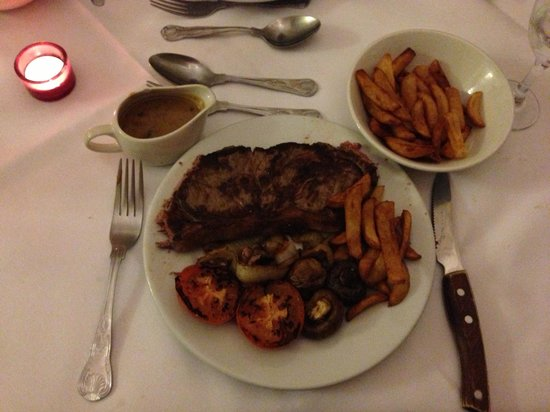 Riverdale Hall Country House Hotel:                   Steak diane with chips! Lush!!