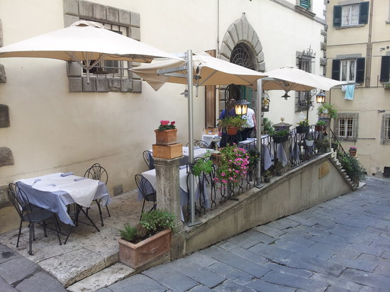 Osteria del Teatro: Our outdoor dining area in the heart of Cortona