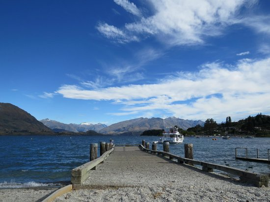 Wanaka Kiwi Holiday Park & Motels:                   Lake Wanaka
