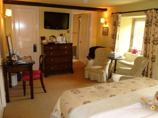 The Lamb Inn:                   Main room in hotel