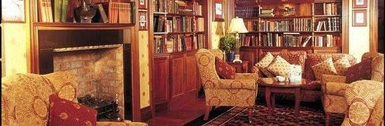 Newgrange Hotel: Library