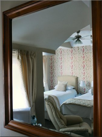 English Rose B&B: Mirror View