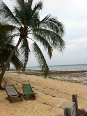 CoCo Cottage Koh Ngai:                                     beach 02