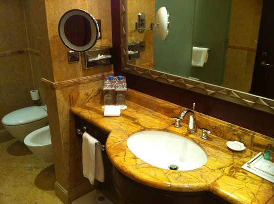 Sheraton Grand Doha Resort & Convention Hotel:                   Marble Bath Room