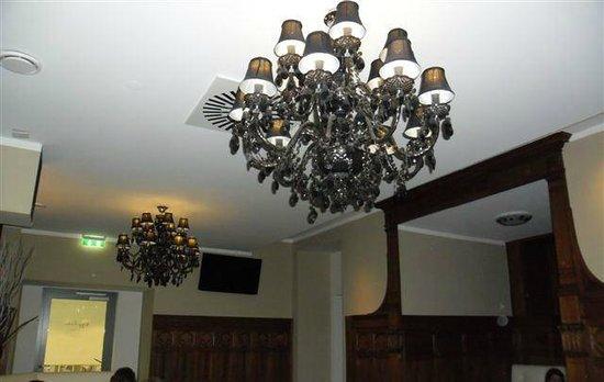 so sch ne kristall leuchter auch im vorderen teil des. Black Bedroom Furniture Sets. Home Design Ideas