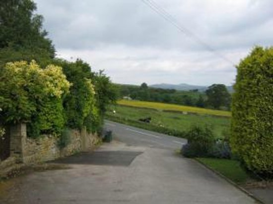 Browside Farmhouse: Private Driveway & Private off road parking
