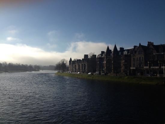 BEST WESTERN Inverness Palace Hotel & Spa:                   the hotel with the turrets over looking river ness and Inverness castle - beau
