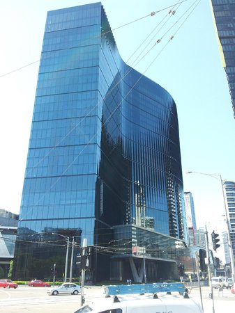 Crown Metropol Melbourne:                   view of motel from out the front