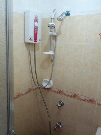 Sotera Mansion :                   shower with hot/cold