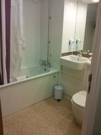 Premier Inn Coventry City Centre (Earlsdon Park) Hotel:                   Toilet