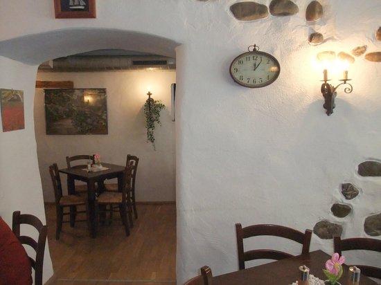 Rendez-vous a Quiberon:                   Schiefe Wände, dicke Steinmauern, schön gemütlich!