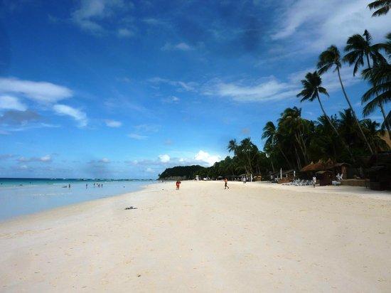 Fridays Boracay Resort:                   La plage de Boracay