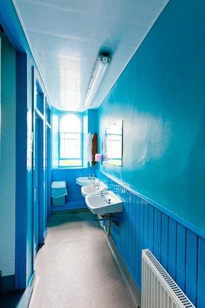 Inverness Student Hotel : Shower Room